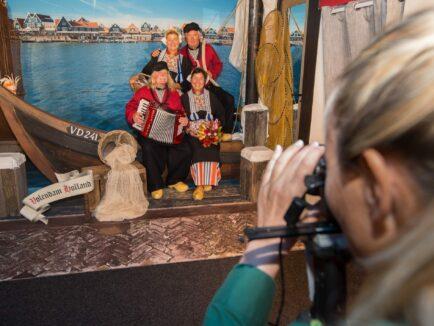 Afbeelding - Foto in Volendam klederdracht